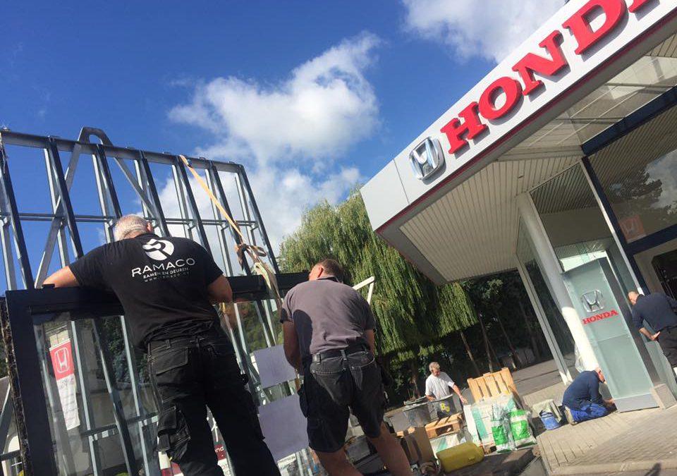 Opening vernieuwde showroom en garage te Waarschoot